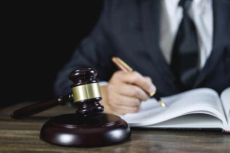 Acheter un immeuble en vente aux enchères au tribunal : quels avantages?