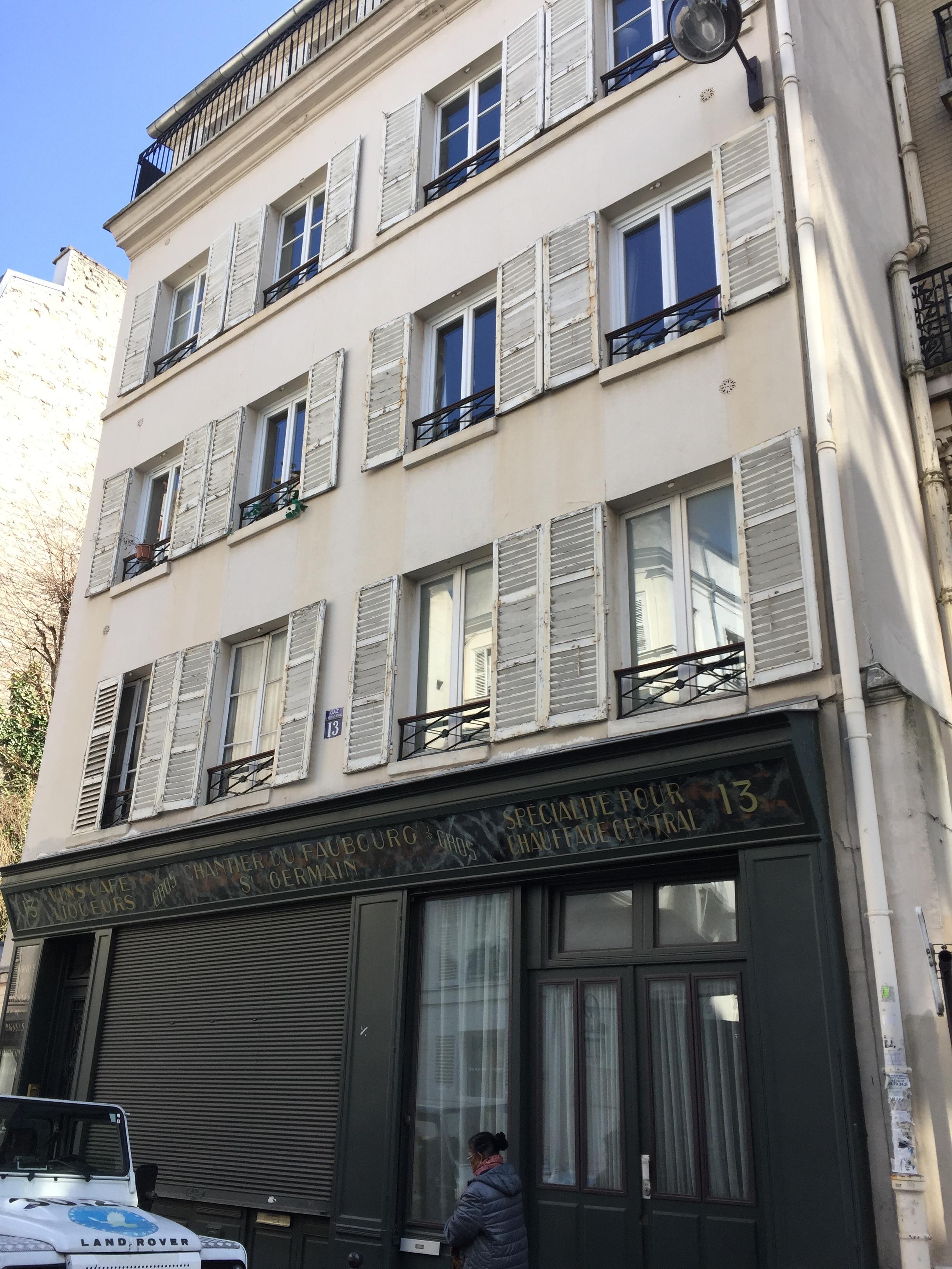 Appartement (1er ét) 71 m2 + 2 Boutiques  (RDC) 95 m2 pondéré (surface réelle 140m2) + Sous-sol 60 m2 - A rénover intégralement - Paris 7ème