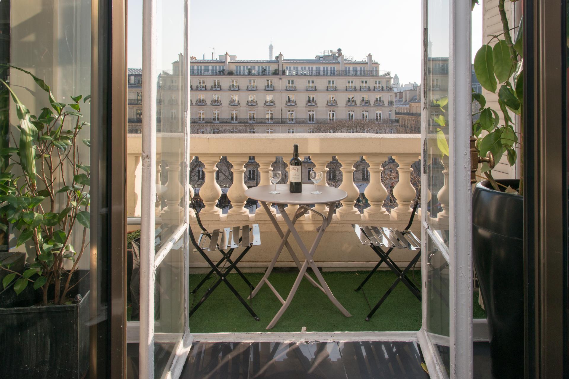 a vendre parts de SCI - splendide studio de 80m2 sur les Champs Elysées