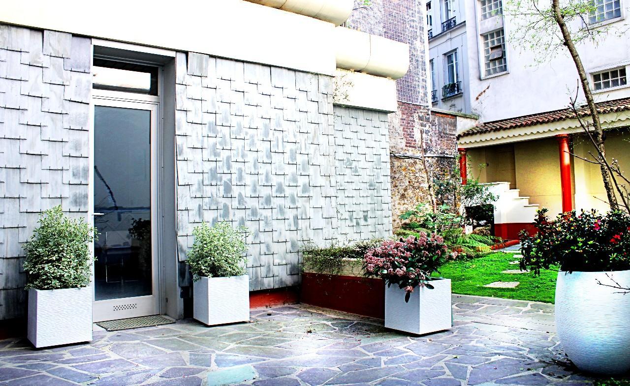 A Vendre : Studio de 20m2 situé dans un magnifique jardin PARIS 16e