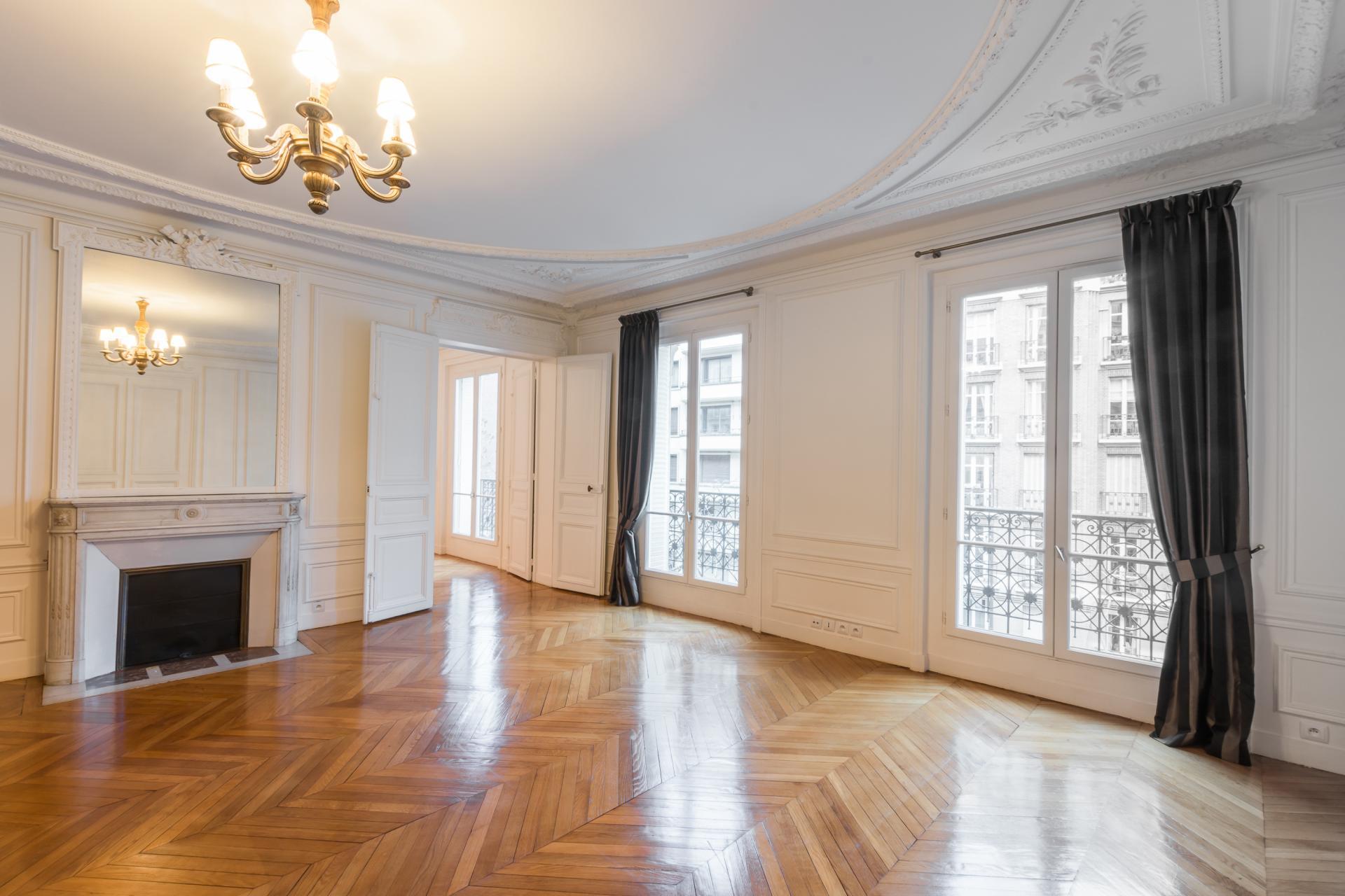 PARIS 16 eme  La Muette - A vendre  appartement haussmannien  3 ème étage 165 m² très bon état -  clair -  sur large avenue