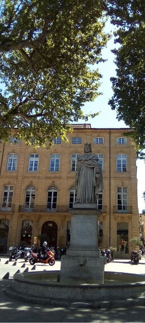 13 – Vente de fonds de commerce de Restaurant avec patio en plein cœur d'Aix en Provence