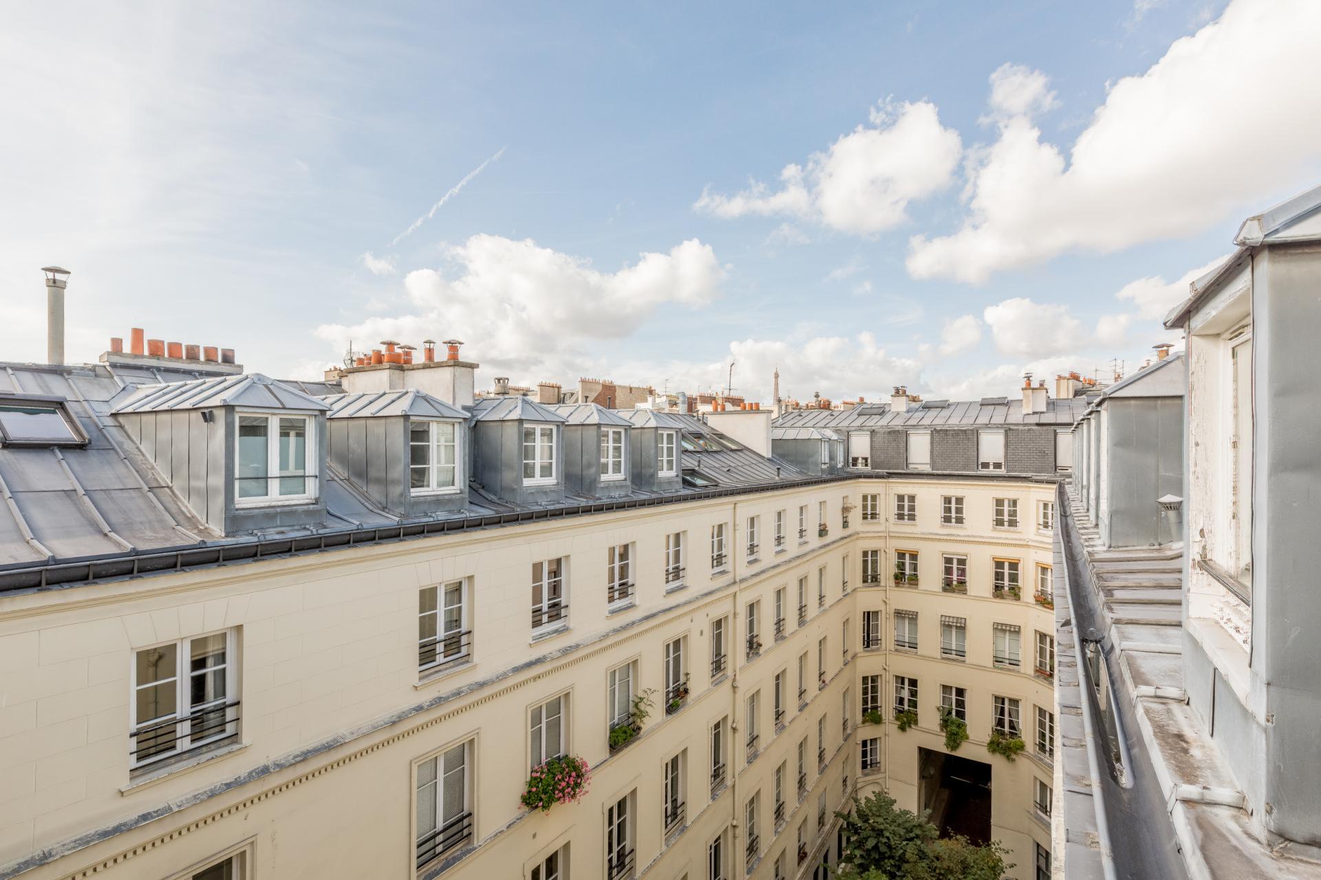 PARIS 6EME - RUE DE SEVRES - EXCEPTIONNEL APPARTEMENT DUPLEX - DERNIERS ETAGES