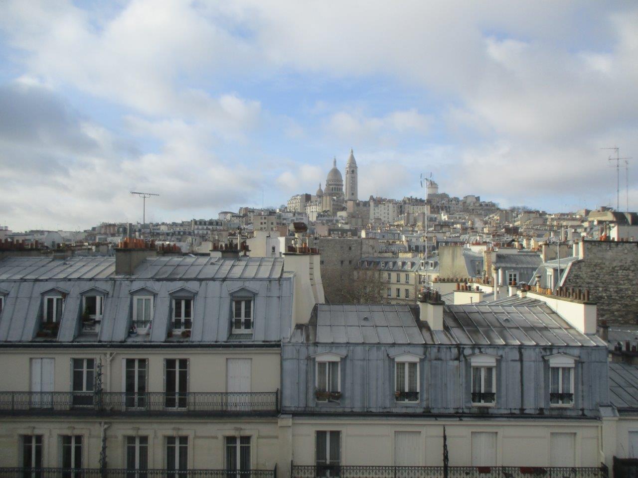 PARIS 18EME - MAIRIE DU 18EME / RUE ORDENER / APPARTEMENT VUE SACRÉ-COEUR - DERNIER ETAGE