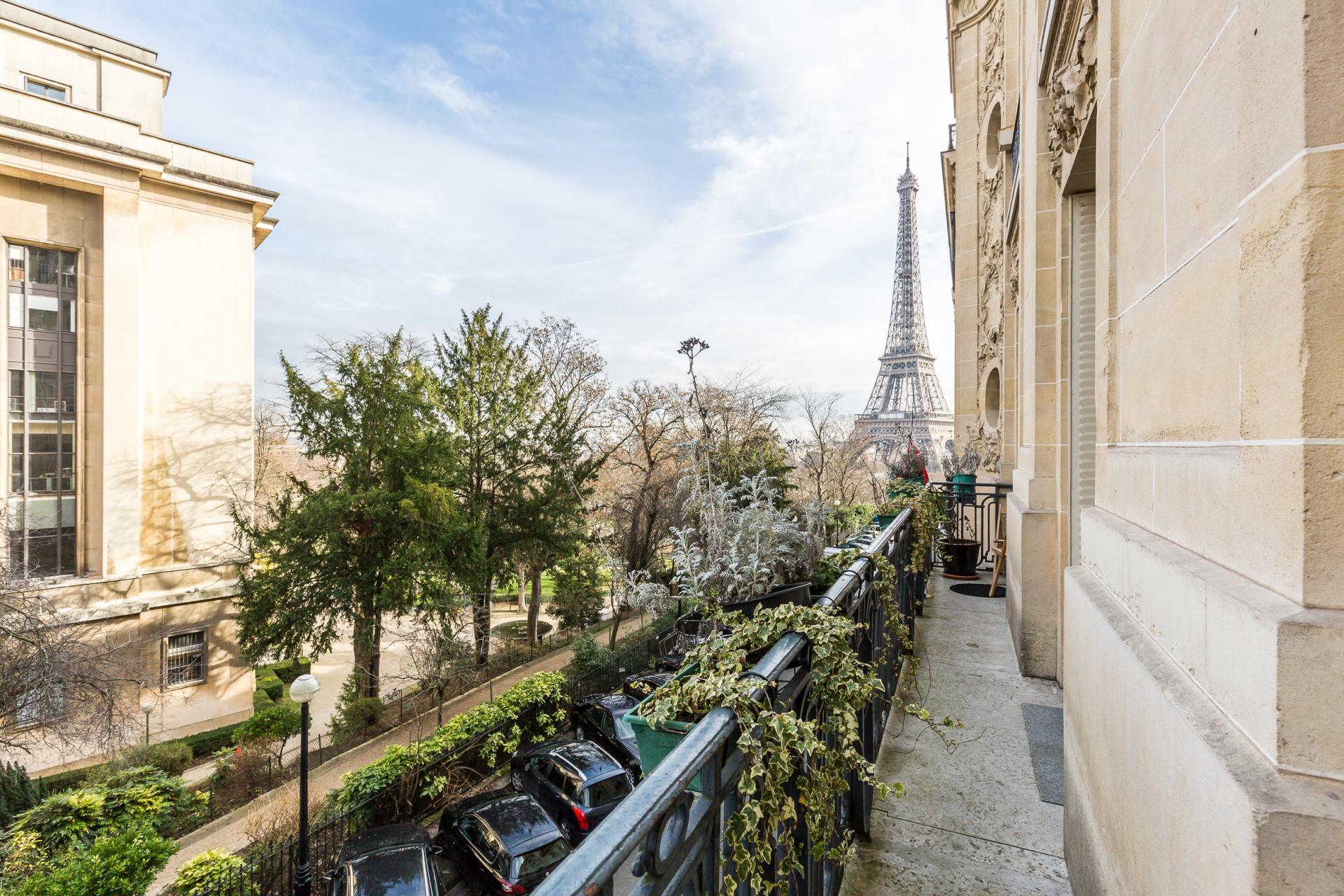PARIS 16EME - RUE LE TASSE - EXCEPTIONNEL APPARTEMENT VUE TOUR EIFFEL