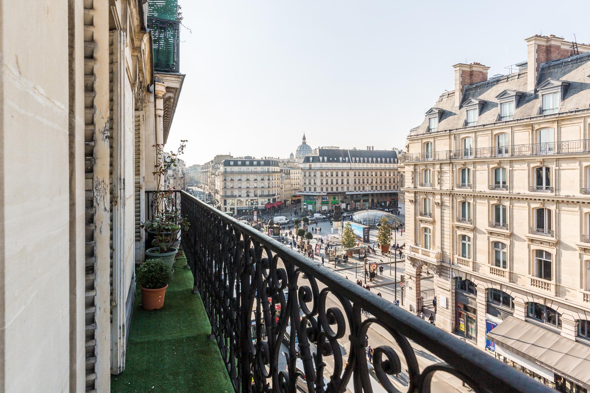 PARIS 8EME - GARE SAINT-LAZARE - APPARTEMENT 101M2 - IDÉAL PIED A TERRE