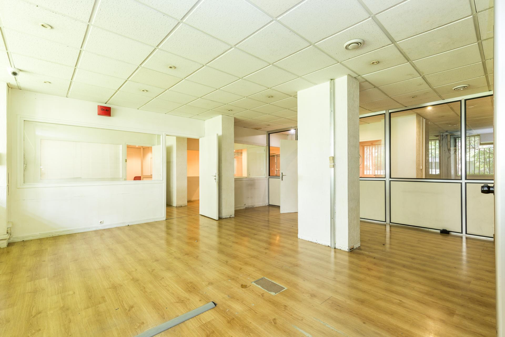 PARIS 11EME - BOULEVARD RICHARD LENOIR - LOCAL COMMERCIAL 536M2