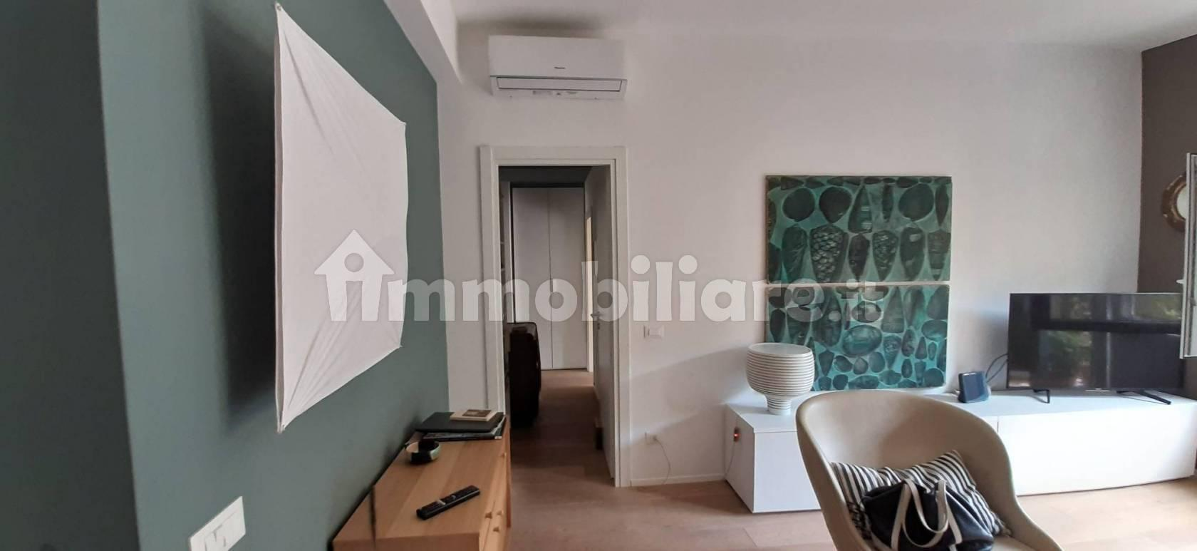 SUPERBE 5 PIECES ( Trois chambres)  ENTIEREMENT RENOVE CENTRE DE ROME (Trastevere - sur rue calme)  A VENDRE