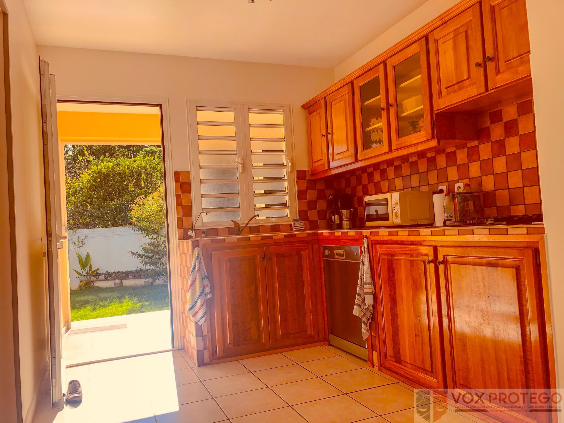 Maison F4 avec jardin et dépendances au Tampon 17e km (Réunion)