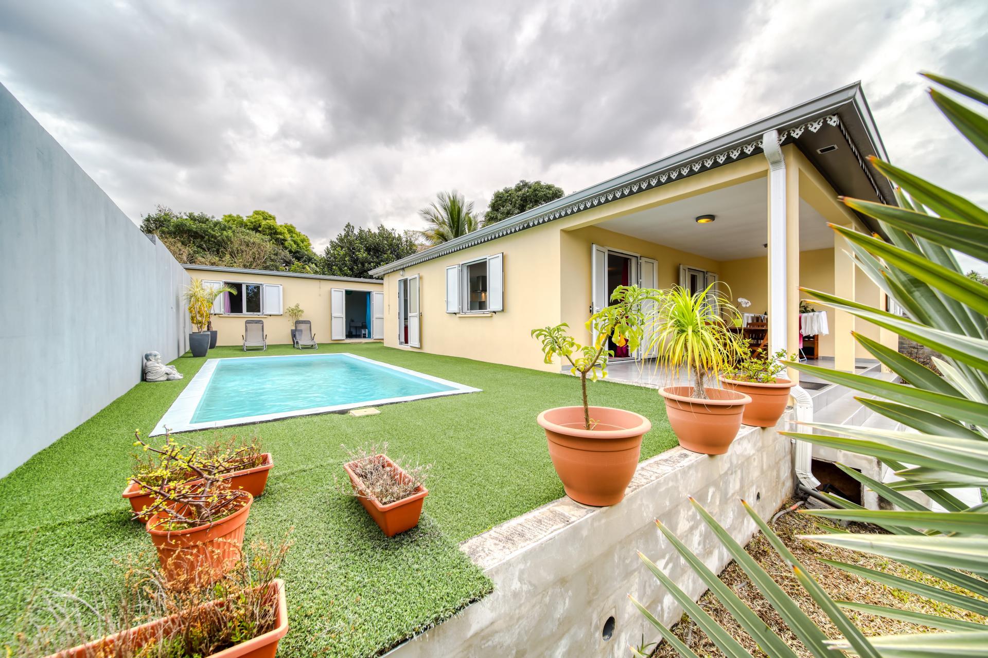 Villa F4 avec piscine et dépendance de type T2 aménagé (Ravine des Cabris) Réunion