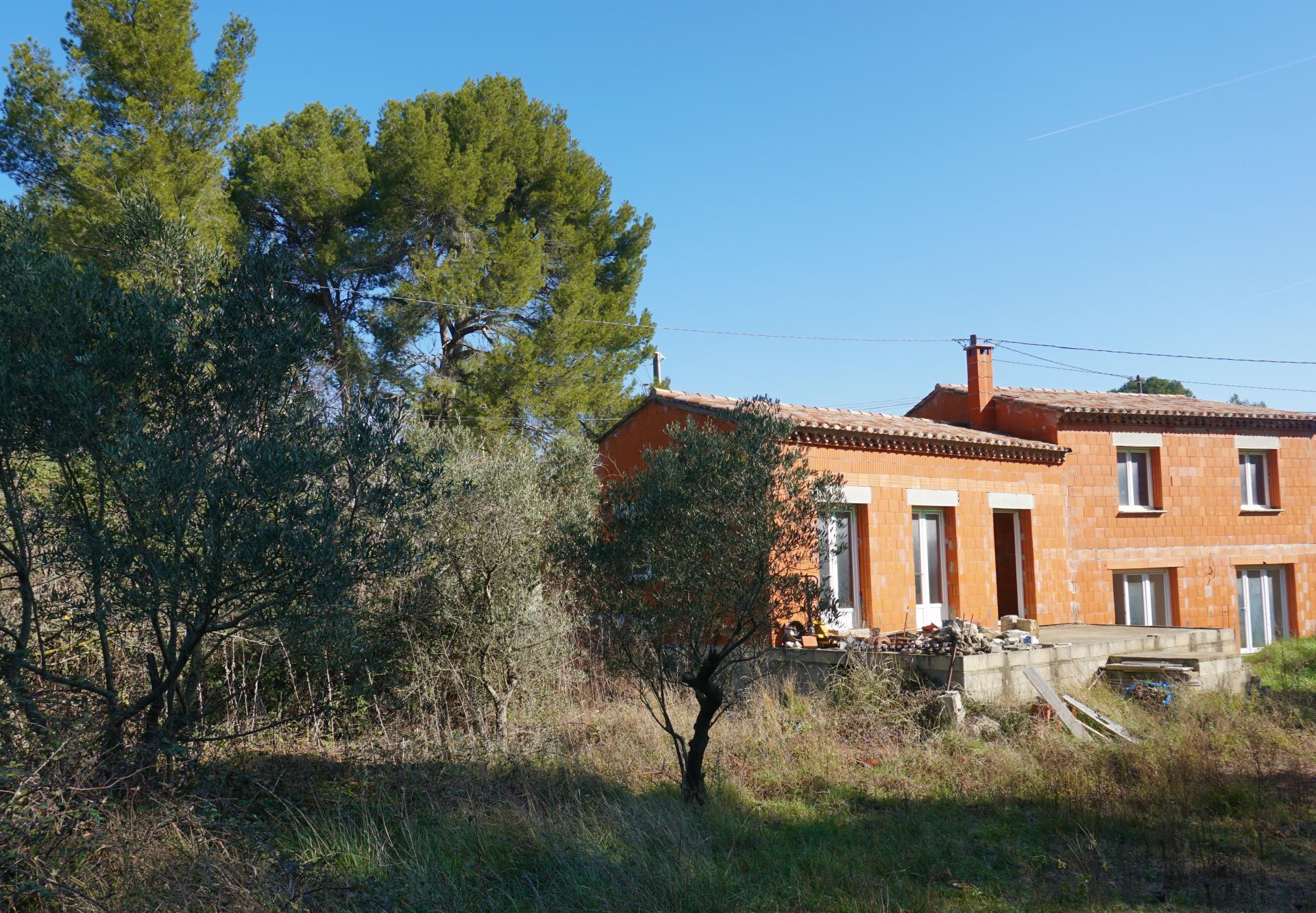 Affaire Exceptionnelle à réaliser Maison neuve de 170 m2 sur 2189 m2 de terrain sur les Haut de Beaucaire. Situation époustouflante avec un décor rare mélange d'oliviers falaise.