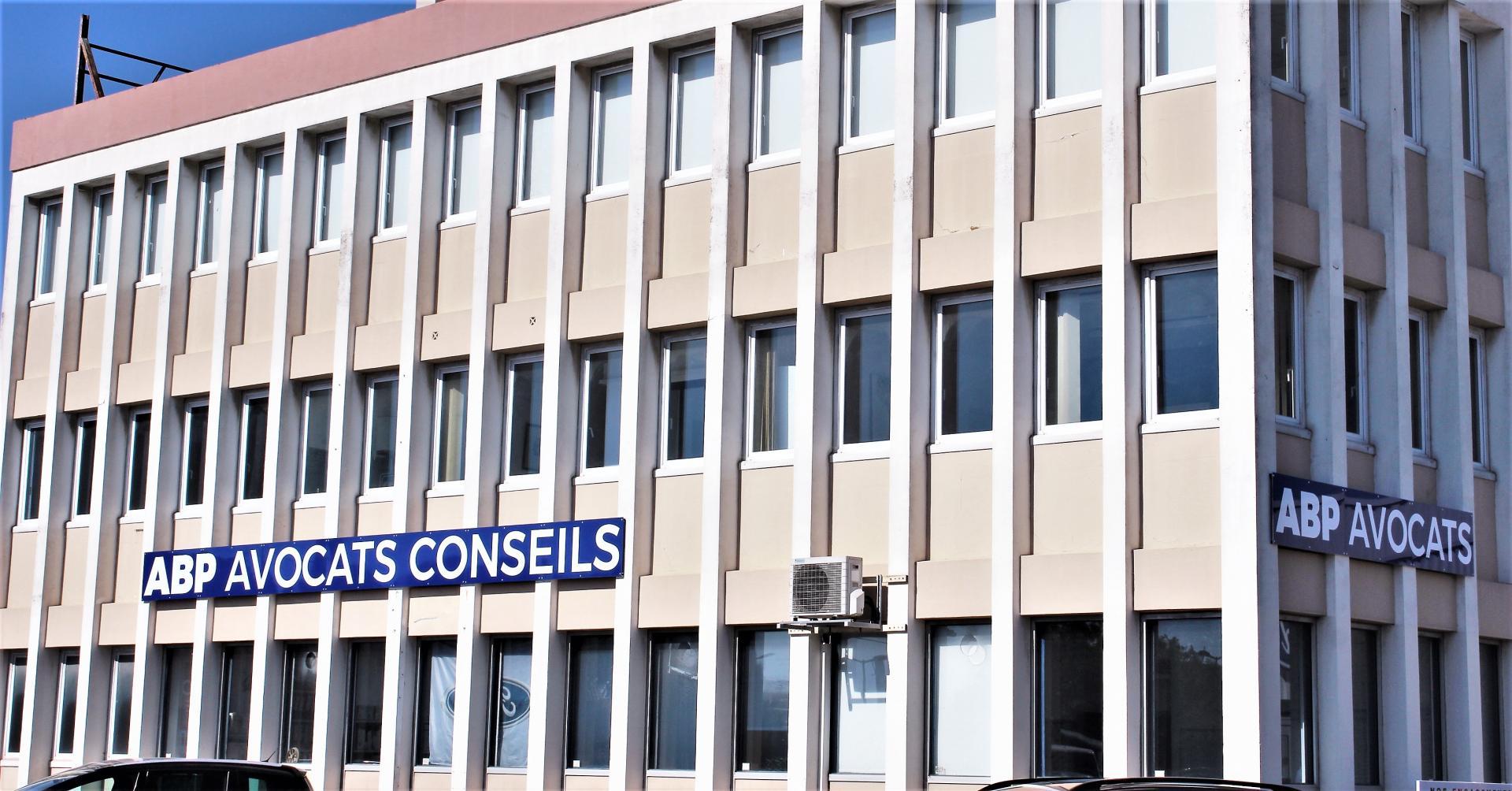 Le cabinet d'Avocats ABP Arles vous propose à la location deux bureaux à l'entrée d'Arles proche ZI Nord coté Concessionnaires Ford/Peugeot