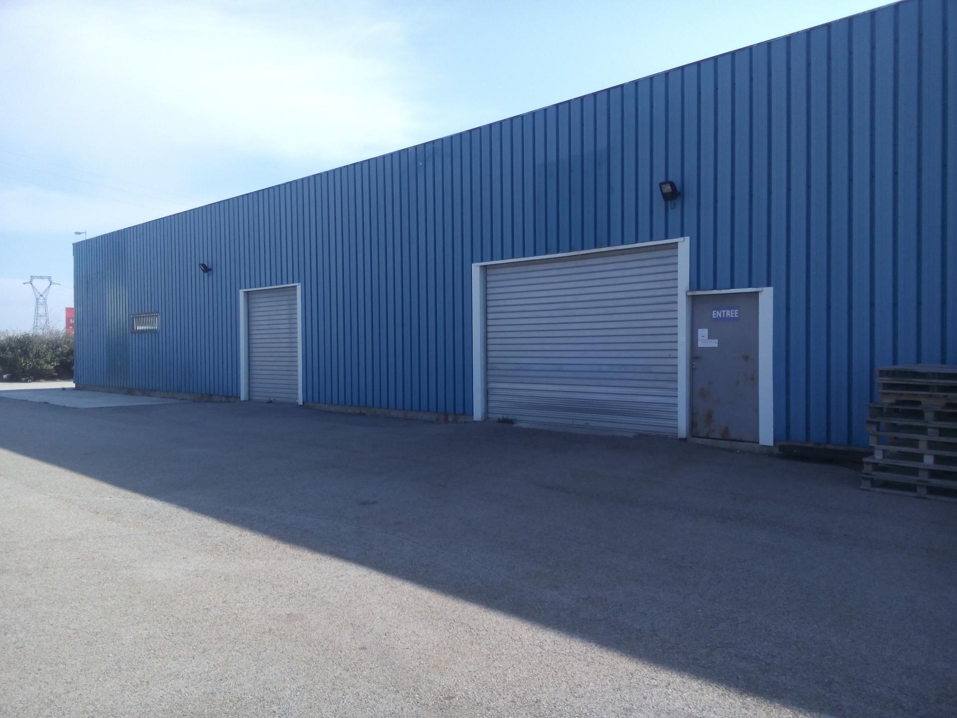 Prix exceptionnel de  286200€ dans la Zone Industrielle Domitia Sud de Beaucaire (30300) une superbe affaire !! 2000 m2 environ, local de plus de 500 m2