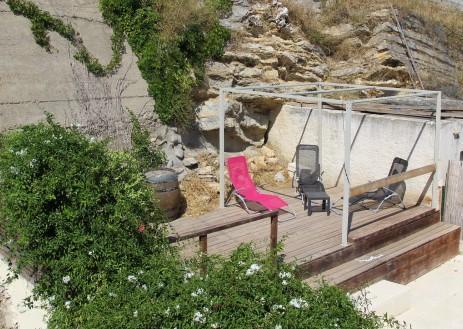 Maison 200 m2 Piscine 3/4 appartements situé à Arles dans le quartier historique de Mouleyres, Rue St Simon avec sa magnifique paroi rocheuse