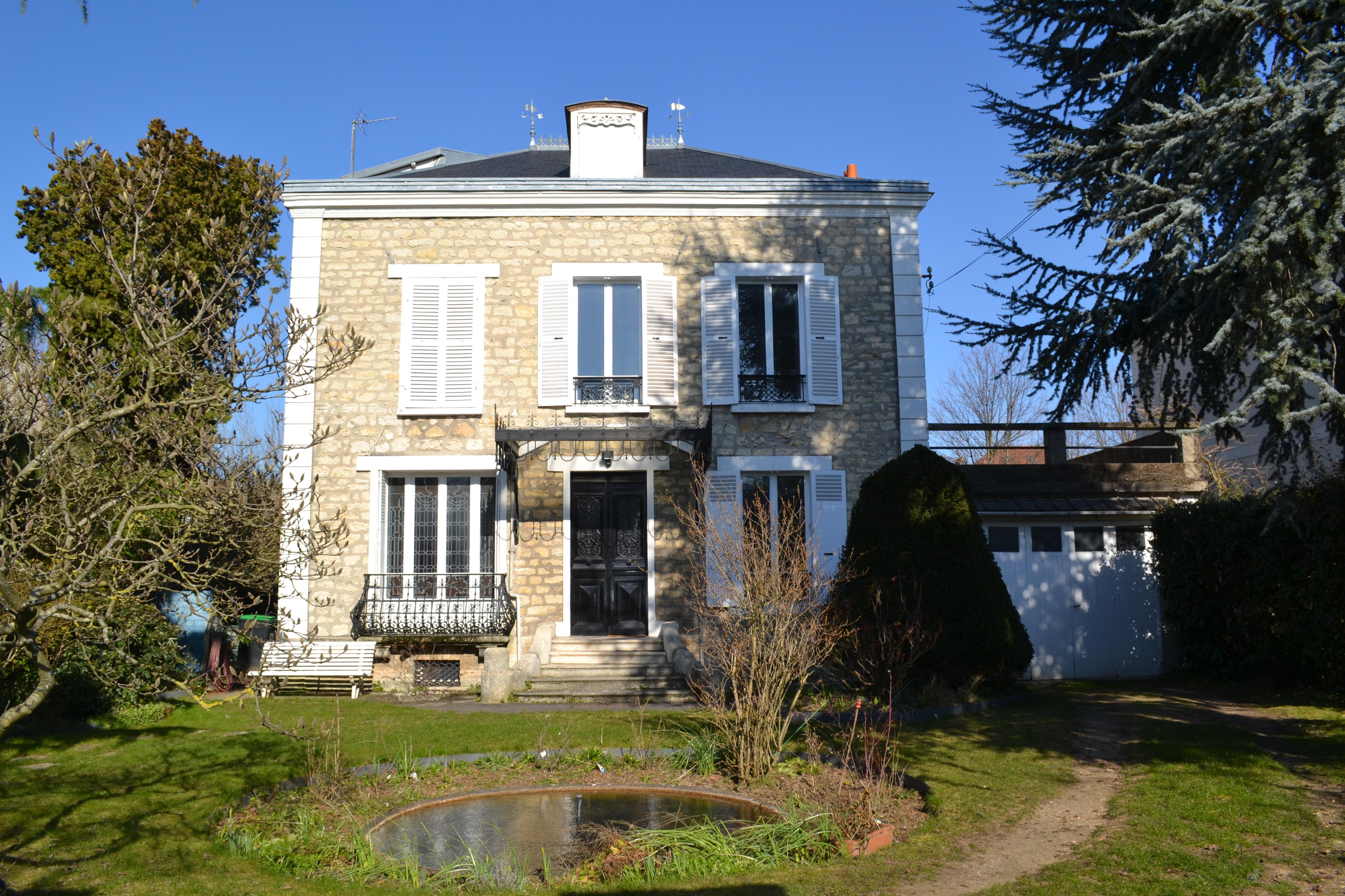 94 SAINT MAUR DES FOSSES  - Maison  de 1890 -  297 m2 avec 800 m2 de terrain clos arboré