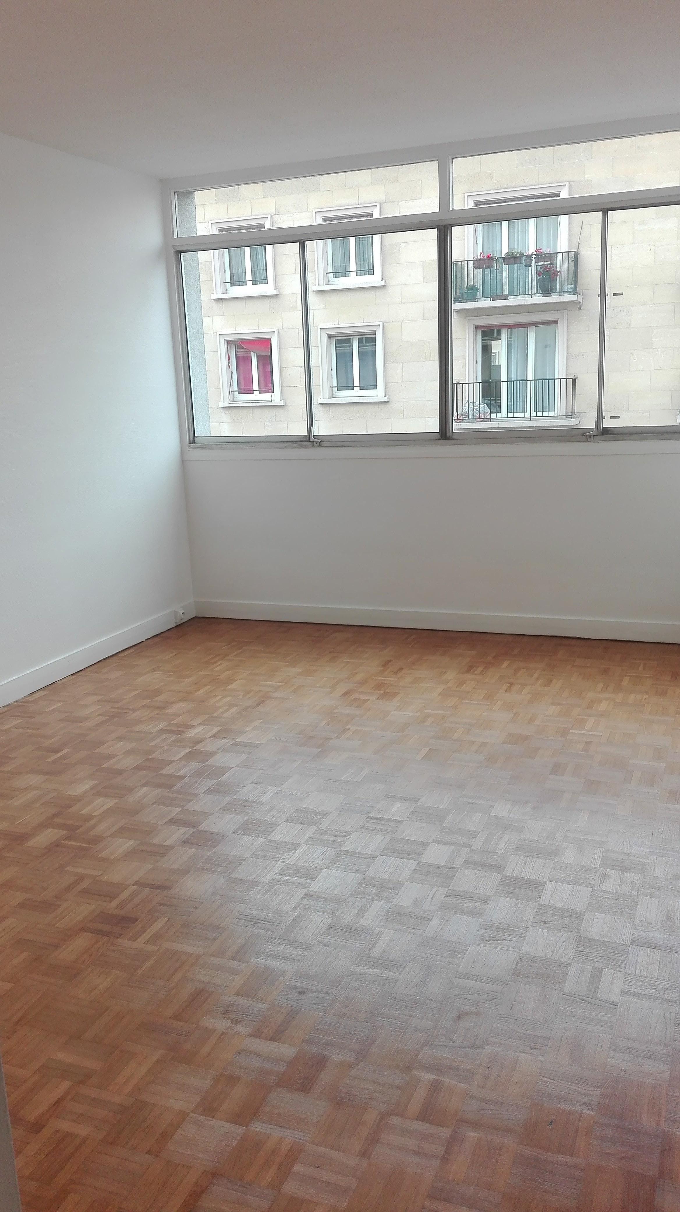 2 pièces d'environ 54 m² rue Desnouettes (Paris 15ème) – Metro Convention / Balard / Porte de Versailles
