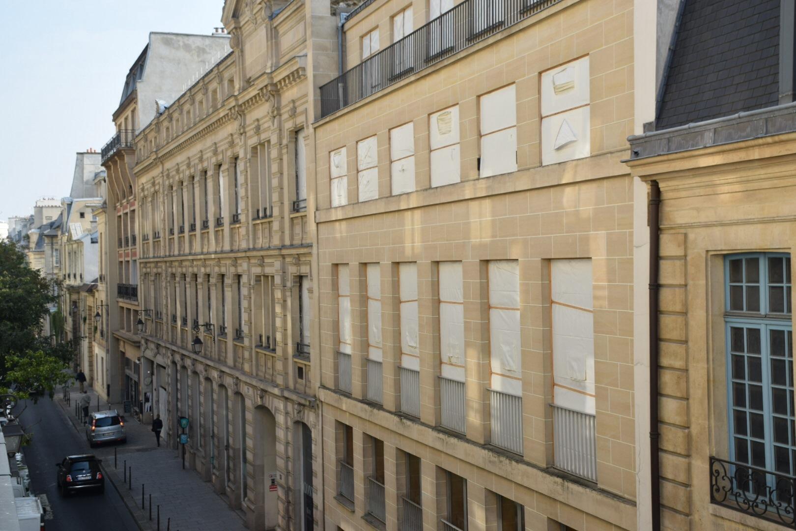 CHAMBRES DE SERVICES RUE DES ARCHIVES DANS IMMEUBLE XVIIIe SIECLE – 75003 PARIS