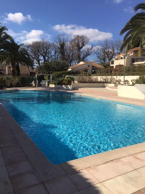 Villa avec locataire, Mougins 06, Prix Bas, Loyer 800 euros (hors charges). Uniquement Investisseurs