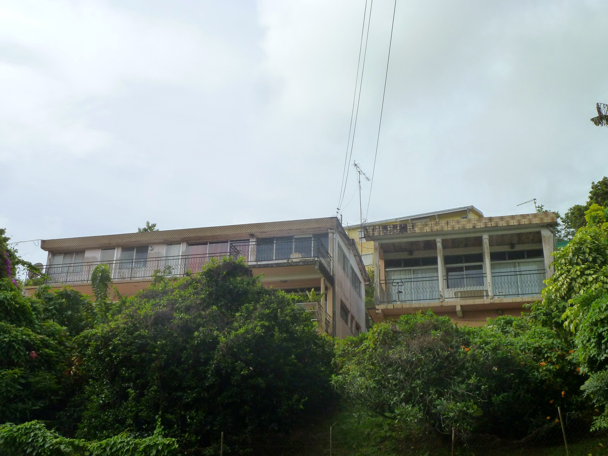 A VENDRE - Un ensemble bâti comprenant 2 immeubles à rénover ou réhabiliter