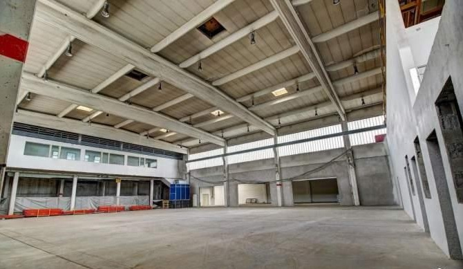 Local industriel de 5 000 m²
