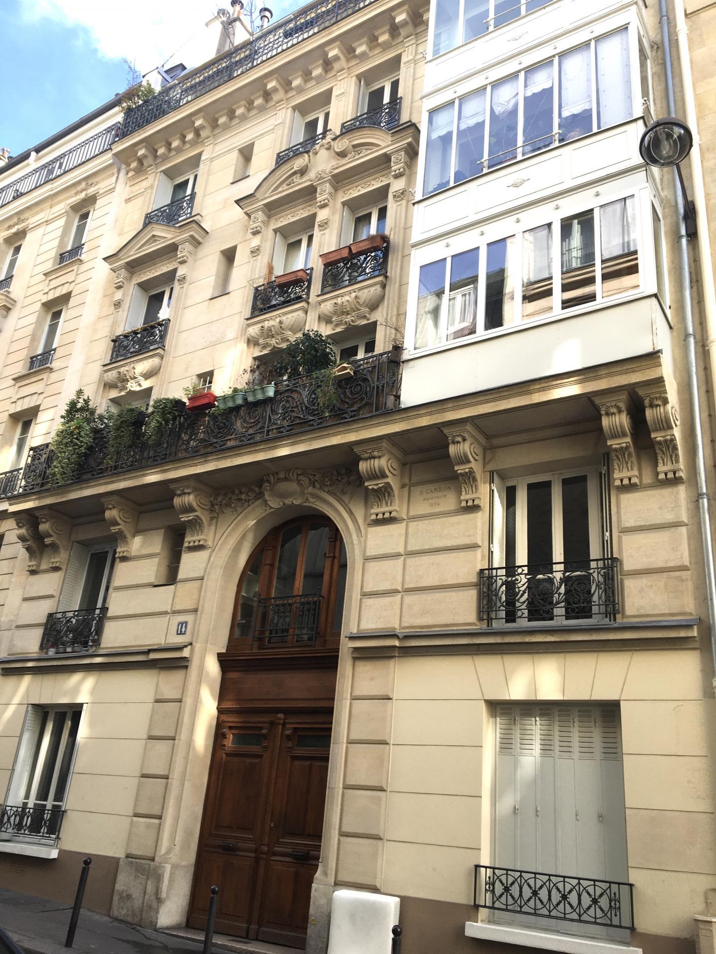 Montmartre, très proche Rue Lepic, 2 pièces de 53m²