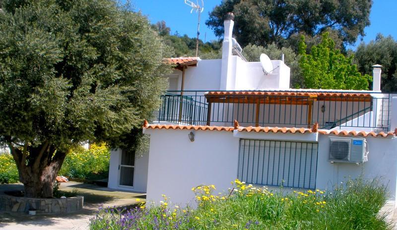 GRECE - ATTIQUE  Villa  avec vue magnifique sur la mer et une île déserte