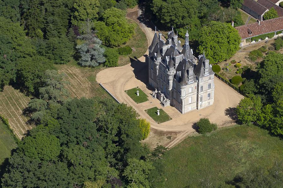 Château du XIXème siècle et dépendances