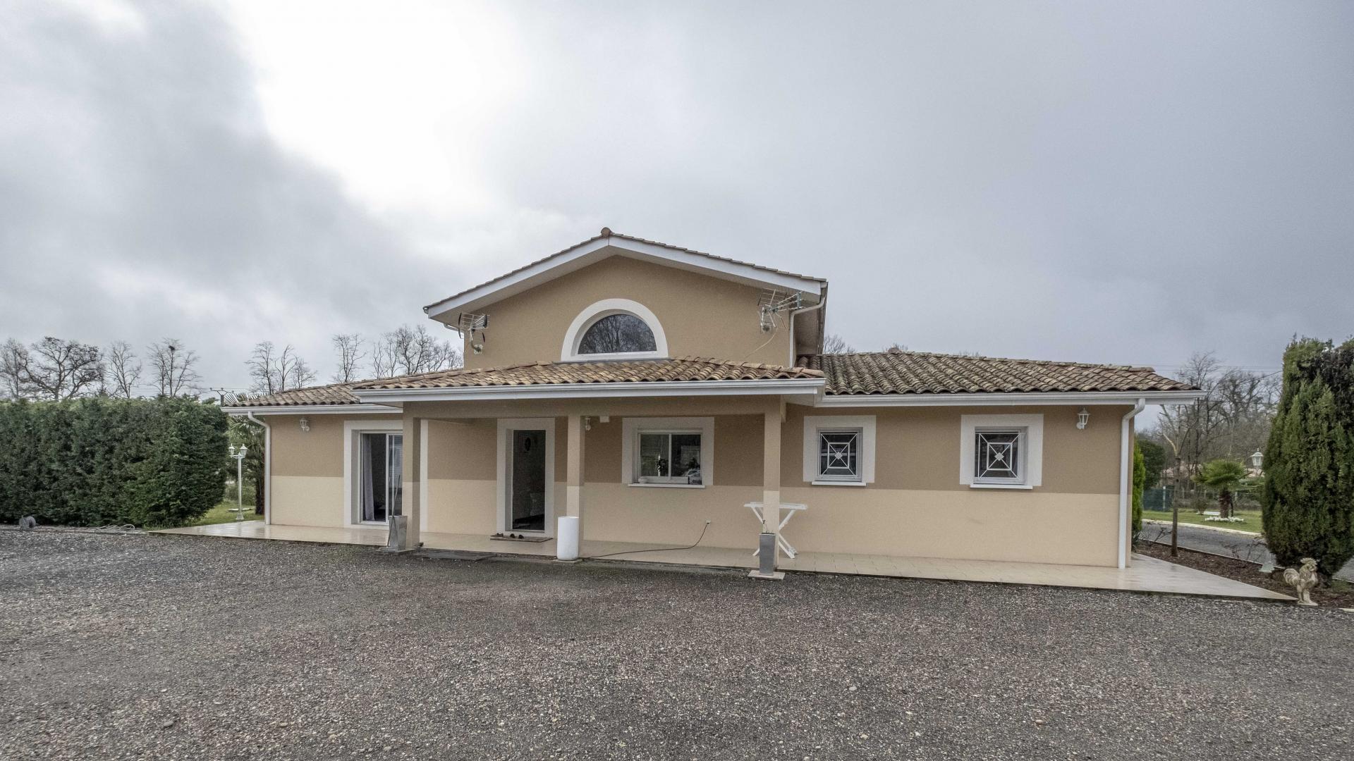 2 maisons  Idéales pour  professionnel et habitation ou grande famille