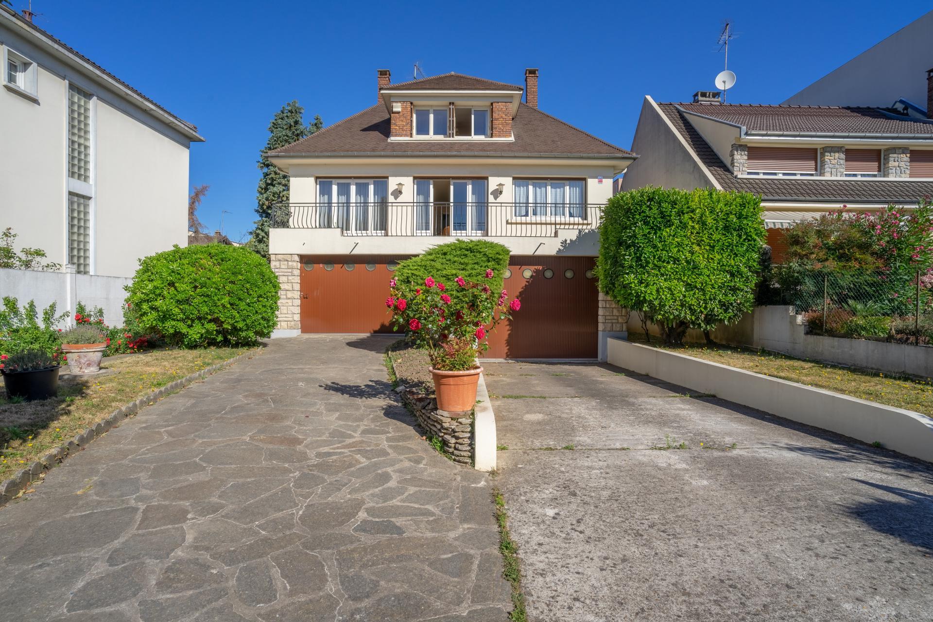 """Maison - idéalement située - gros potentiel - 5 minutes à pied de la station Louis Aragon-Villejuif (ligne 7) au quartier du """"Plateau"""" à Vitry-Su r-Seine"""